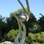 Kevin Robb, Playing Ball, stainless steel, 196 x 53 x 41.